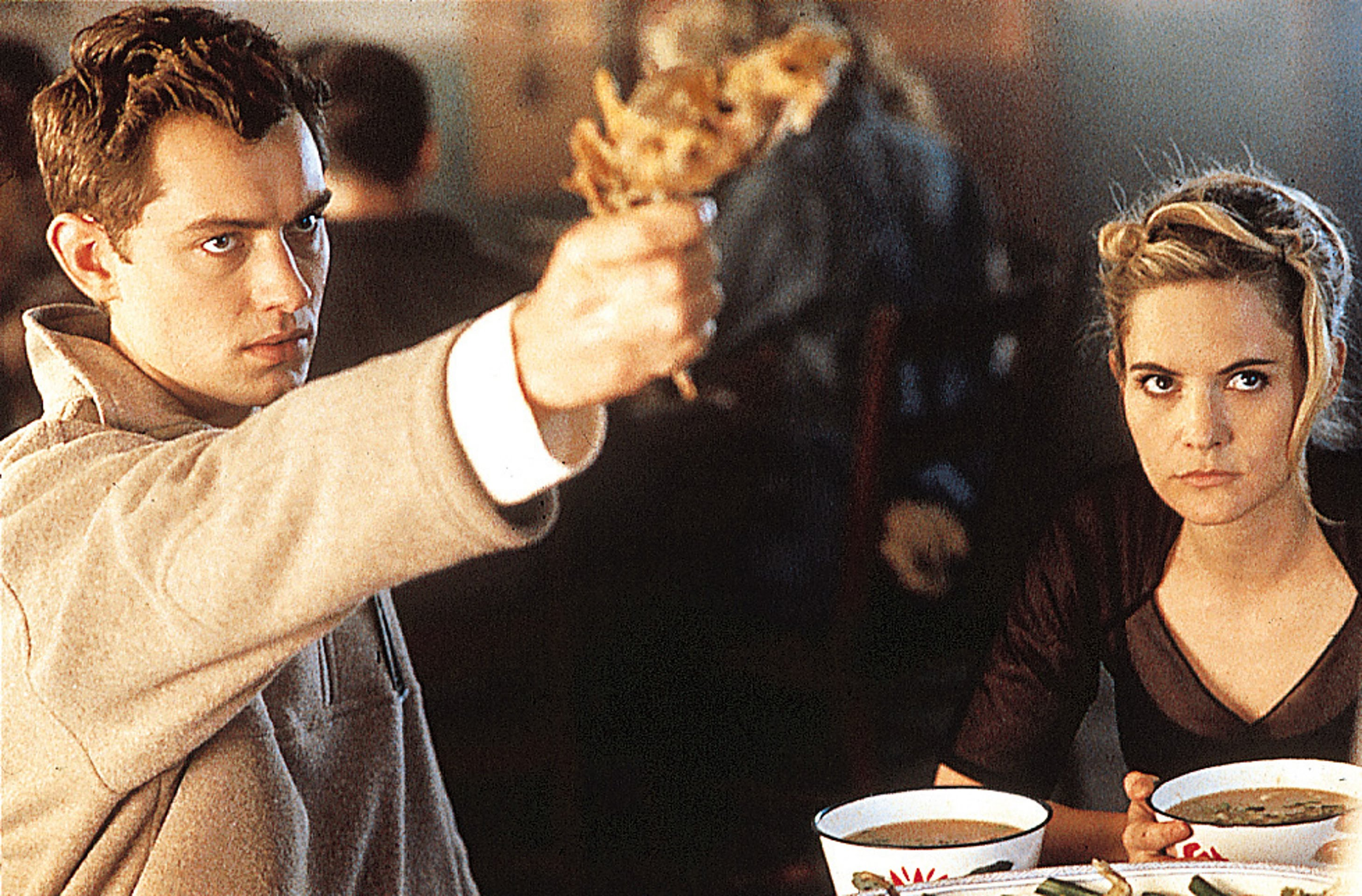 Jude Law and Jennifer Jason Leigh in eXistenZ